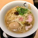 117796245 - 真鯛と蛤の塩そば(950円)+味玉(100円)