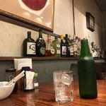 洋食屋 - 雰囲気あるお水のボトル
