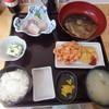 みなと食堂 - 料理写真:A定食(刺身・あら煮・かき揚げ・小鉢・ご飯・みそ汁・漬物)¥1,300