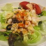 オリーブの丘 - 料理写真:シェアサラダの甘エビと小柱のサラダ