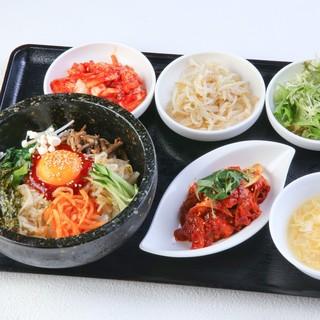 韓国惣菜小鉢が付いたお得な『ランチセット』950円~♪