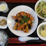 風の都 - 料理写真:3日替わりランチ(鶏肉と茄子ピーマンの甘辛ガーリック炒め)