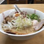 117818808 - 醤油ちゃーしゅー麺(別アングル)♪