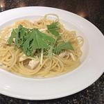 カフェダイニングブローニュ - 若鶏と水菜のアーリオオーリオ