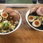 麺家 いろは - 料理写真:具材は同じ。