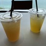 タワーカフェ - ドリンク写真:ライチジュースとパインジュース@300