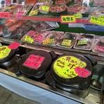奥武島いまいゆ市場 - 刺身や海鮮丼(魚あら汁付き)500円も