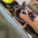 奥武島いまいゆ市場 - 注文受けてから注ぎます