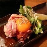 恵比寿でですけ - 地鶏たたきユッケ風 890円
