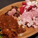 Bistro1048 - ランチ・ビュッフェ メインとは別にこのお皿に一度だけ好きなように盛れる♪