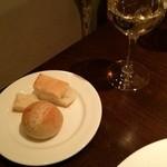 イル・ソリッソ - 自家製パン