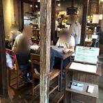 HAGI CAFE  - 店内は古民家改装の雰囲気あり。