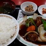 桃花園 - 酢豚定食950円