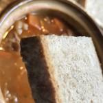 一軒茶屋 Schwein - ライ麦パンはこんな感じ