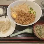 霞舫飯店 - 魯肉飯(ルローハン)水餃子2個とのセット¥850-