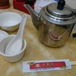 黄龍荘 - お茶と生姜もたっぷりサービス