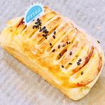 フレッシュベーカリー - 料理写真:さつま芋カスタードデニッシュ105円