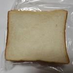 117878089 - 食パン3枚(115円?)です。