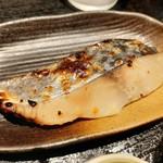 117884739 - しっとり上品な旨味の鰆に、強過ぎない西京味噌が好バランス、本日の焼魚はさわらの西京焼き