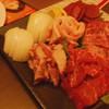 ホルモン焼肉 まるしょう - 料理写真:1人2000円のセット(ホルモン別皿)