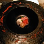 Osuteriabubbino - 完熟トマトのムースと水牛のモッツァレラチーズのカブレーゼスペック、プチトマトのコンポート添え