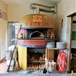 イル リトロボ - 大きなドーム型のピッツァ窯