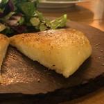 チーズと鉄板地下ビストロBooze up - カチョカヴァロの鉄板焼き