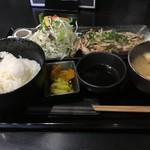 金牛 - 定食750円というコスパ 二個食べても1500円 いや、食べんか…
