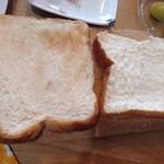 考えた人すごいわ - 左は違う食パン