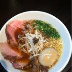 麺Dining ひろまる - 牛醤油らぁ麺、味玉トッピング
