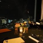 11790838 - 窓に面した席から望む都心の夜景もなかなか素敵。デート向き。