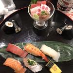 うまい鮨勘 - 雅1680円。ランチのセットです。中央上のグラスに盛られたものが、ミニ海鮮丼です。マグロ、ハタ、ネギトロが具材です。これが一番美味しかったです(╹◡╹) ネギトロ、大好物です(笑)