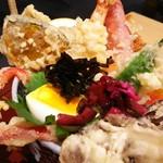 天ぷら 天喜代 - アップ 手前に、お塩、一味、マスタード、天つゆ
