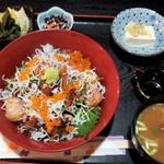 梓川 - 魚のづけ丼全景