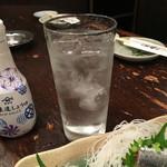 魚寅食堂 - 黒霧島水割り300円(税別)