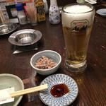 魚寅食堂 - 生ビールとお通し各300円(税別)