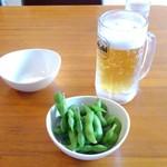 大使館 - 生ビールと枝豆