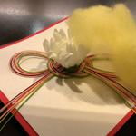 京都 吉兆 - 菊の被綿。もこもこでかわいらしい。