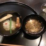 京都 吉兆 - 名残の鱧と松茸の椀。松茸は岡山産。今まで自宅で松茸のお椀を作るのに、薄切りにしていたのだけど、こうやって大きく切ることにしてみよう。