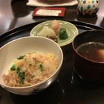 京都 吉兆 - 松茸とお揚げのご飯。お揚げは1mm角か?というぐらい細かい。