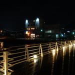 ビアレストラン 門司港地ビール工房 - 橋の向こう側が地ビール工房