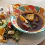 COOKA - スープカレー、知床どりとインカのめざめのミモザサラダ、フルーツサンドウィッチ