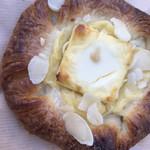 ベーカリー ラ トレッタ - クリームチーズデニッシュ