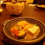信州長屋酒場 - 鶏肉と茄子に豆腐で味噌味