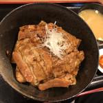 帯広炭火焼豚丼 豚吉 - 豚丼(特大)肉15枚 ¥1,150 味噌汁 ¥70・ご飯少なめ ¥-50引