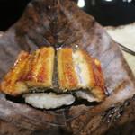 117933328 - 鰻、栗 飯蒸し 朴葉焼き