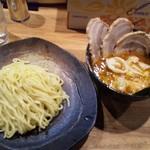つけ麺屋 やすべえ - 【2012/2】辛つけ麺+半チャーシュー+水餃子2個