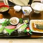 おさかな倶楽部 - 刺身定食