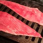 Ushigorokan - 細長いタンを焼きます