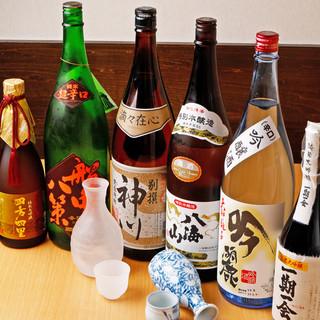 日本酒や焼酎など全国各地より厳選した芳醇な銘酒を豊富にご用意
